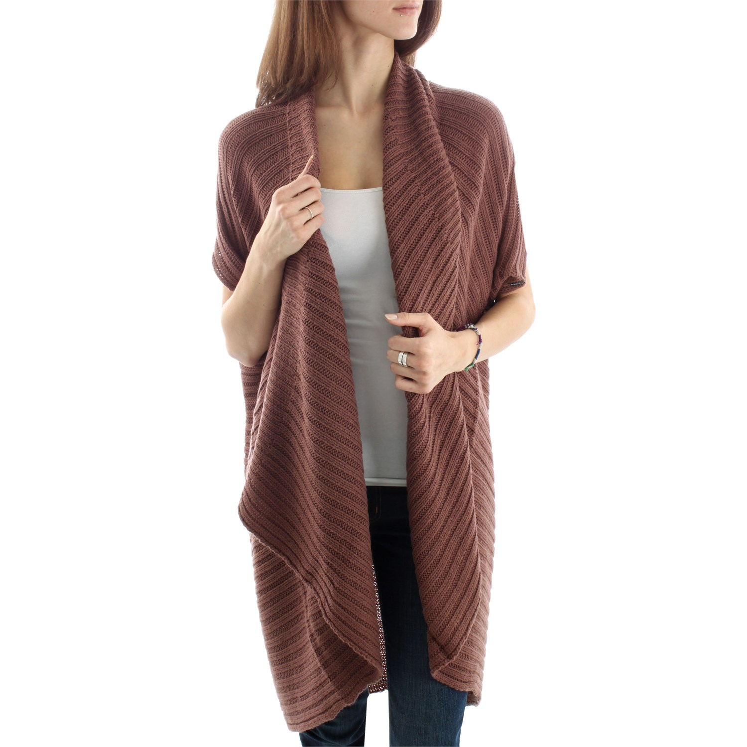Women's cardigans are lightweight sweaters that make an ideal addition to your wardrobe, especially when transitioning between seasons. They're helpful for layering when you need to change up your look for fluctuating temperatures between the indoors and outdoors.