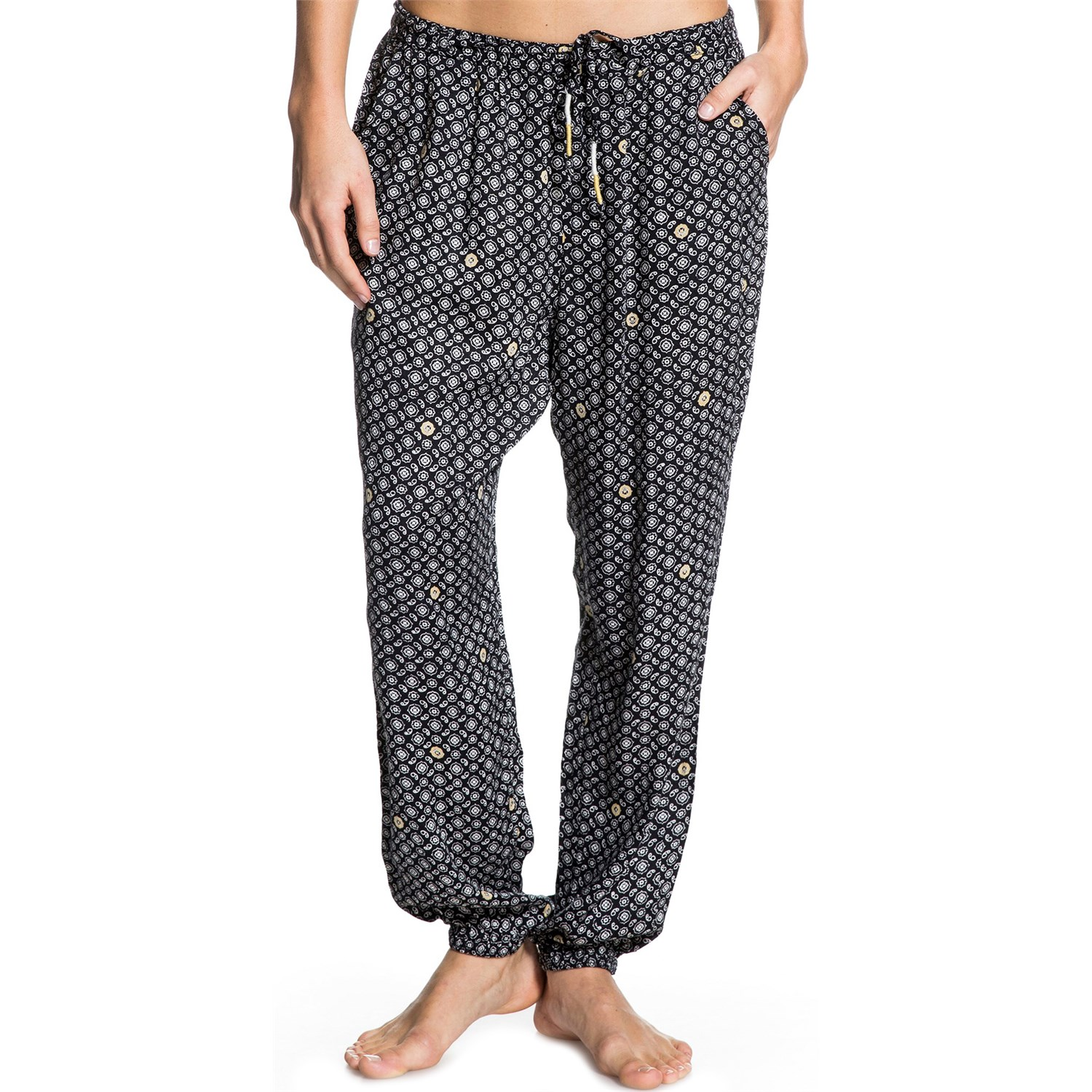 The Boho/Gypsy look is a harem pants favorite among women across the globe. Bold hand-woven prints and bright colors pair beautifully with tank tops, crop tops and peasant style blouses. However, there is so much more to the new cheap harem pants look than just this!