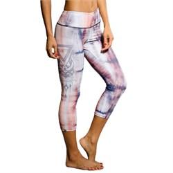 Onzie Graphic Capri Leggings - Women's