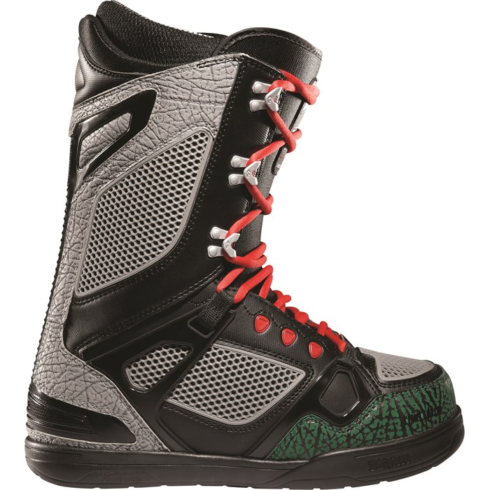 32 - TM-Two Chamberlain Snowboard Boots 2012