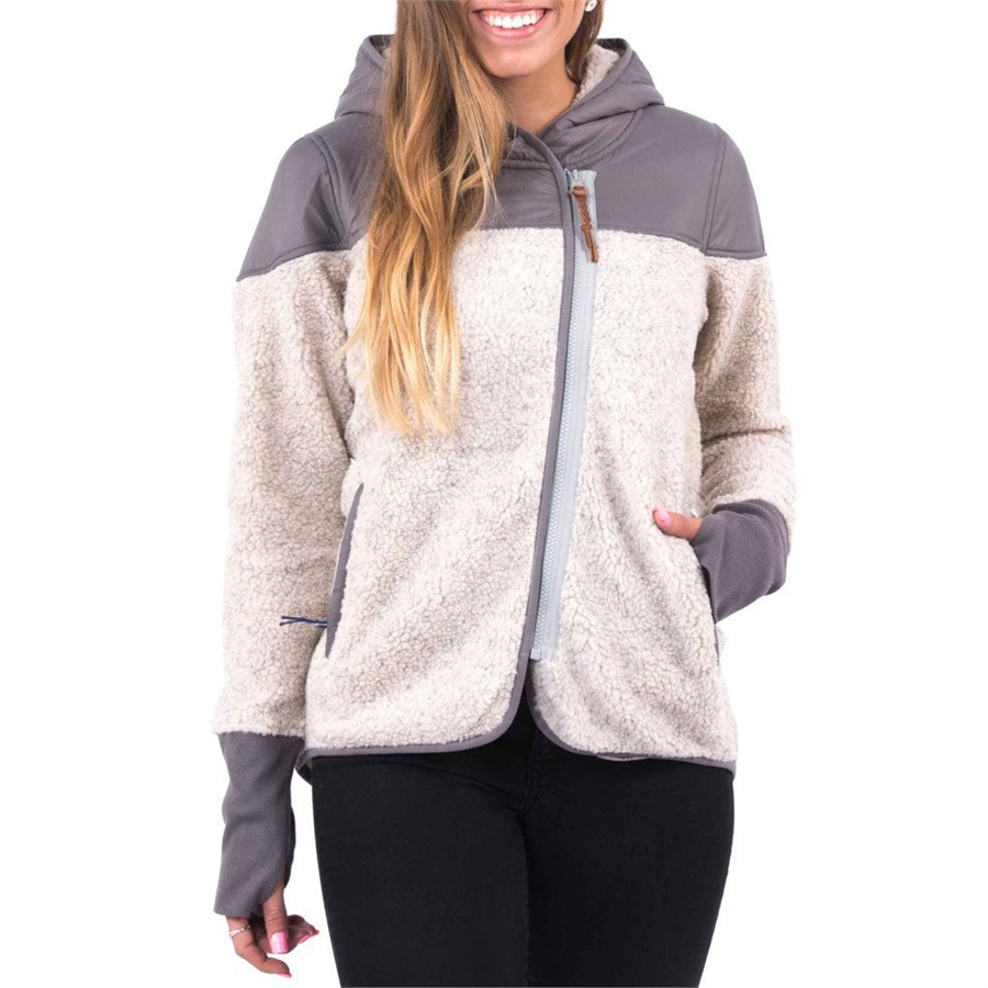 Women's zip up hoodies, pullover sweaters and lightweight jackets from Title Nine offer breathable, form-fitting comfort that won't weigh you down during early morning workout sessions or high altitude hikes. Our lightweight jackets and long sleeve sweaters are designed to keep you warm and moveable without masking your shape.