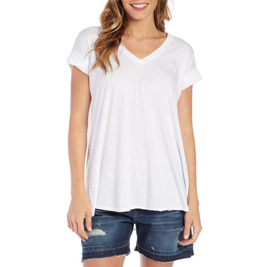 Fresh laundry simple short sleeve v neck t shirt women 39 s for White female t shirt